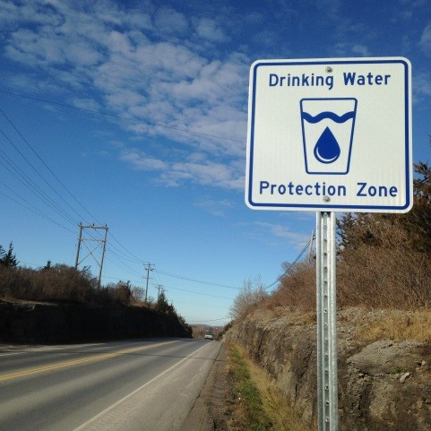 A road sign marking a drinking water protection zone. Credit: Quinte Region Conservation Authority